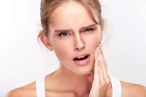 З чим може бути пов'язана підвищена чутливість зубів?
