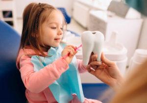 Кариес молочных зубов. Что делать родителям при обнаружении тревожных симптомов?