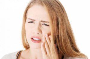 С чем может быть связана повышенная чувствительность зубов?
